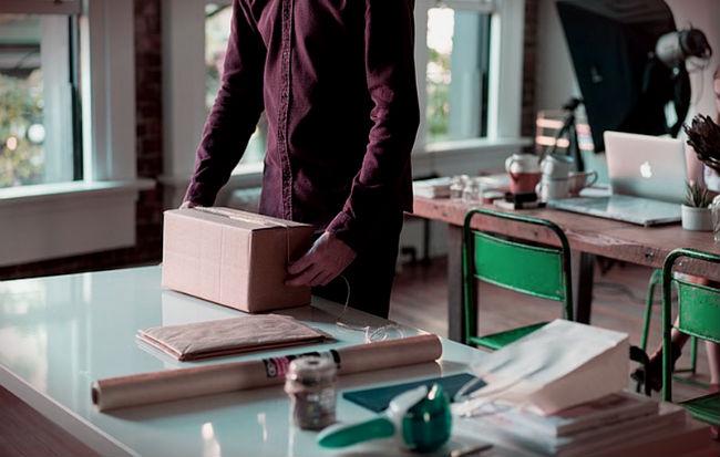 embalaje con cajas de cartón